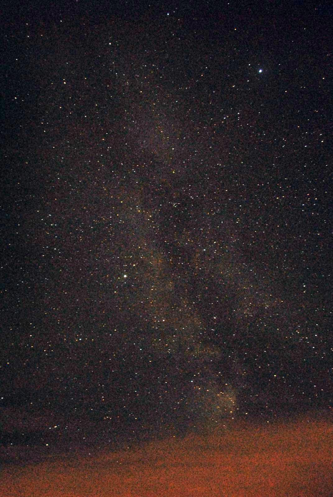 Die Lange Rhön ermöglicht bei klarem transparentem Himmel eine hohe visuelle Grenzgröße fst und lässt die Sterne und Milchstraße hell erstrahlen Erlebnis Astronmie im Sternenpark Rhön