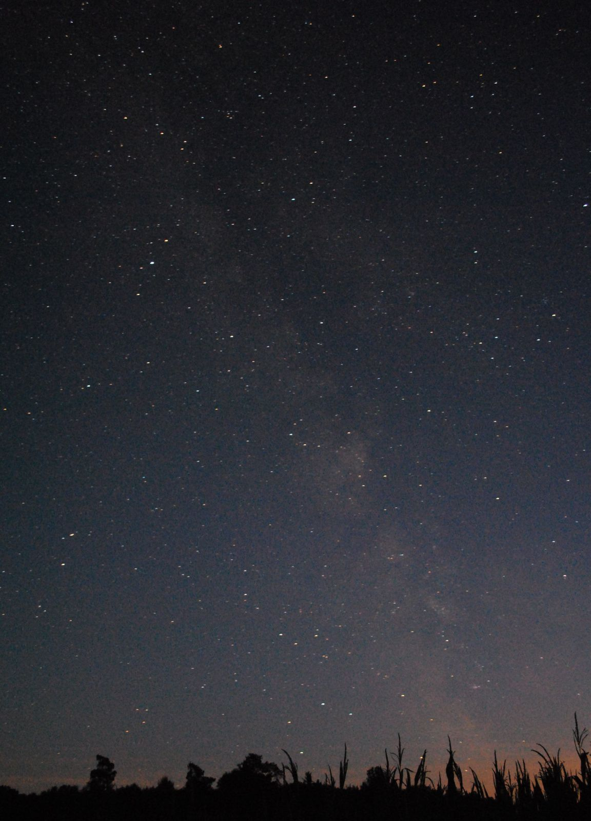 Die Milchstraße taucht im Hessischen Kegelspiel in der Rhön auf und ermöglicht Astronomie und einen Blick auf Deepsky-Objekte wie Galaxien Nebel und Sternhaufen